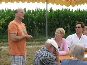 Franz Aster hält auch viele Vorträge in der Region über den Holunder