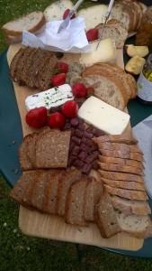 Brot von Oberprieller und Käseauswahl vom Vilstalschäfer